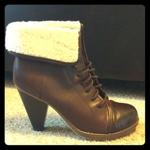 NWOT Lace up booties